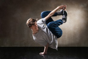 Junger Mann hip hop Break-dance